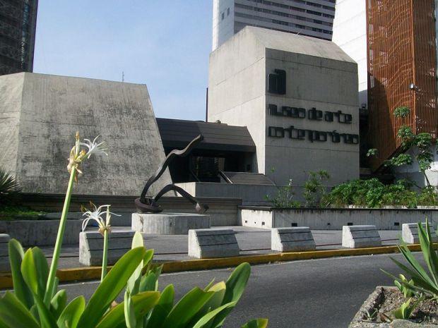 Museo de Arte Contemporáneo de Caracas. Caracas, Venezuela. Foto Bobjgalindo. GFDL