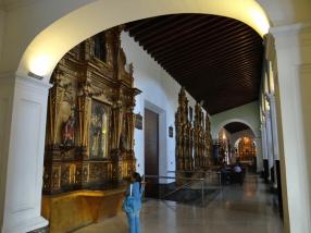 Vista de los retablos de la Iglesia de San Francisco, nave lateral este, Caracas, 2016. Foto: Eduardo Tovar.