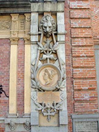 """Detalle de elemento pétreo con fecha """"Año 1896 86º de la Independencia y 38º de la Federación. Foto: Eduardo Tovar Zamora."""