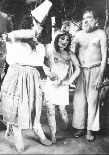 Danza con muñecas. Foto Victoriano De Los Ríos