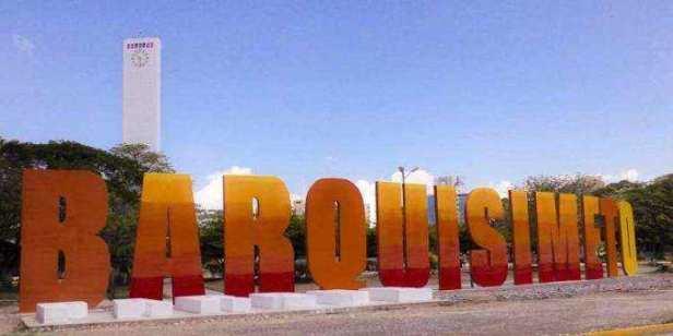 Letras de 8 metros de alto hacen el nombre de Barquisimeto en el parque homónimo, dominado por el Obelisco. Foto El Informador.