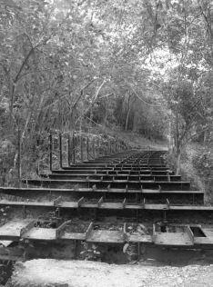 Ruinas del Ferrocarril Bolívar. Foto dig. correodelarablogspot.com.