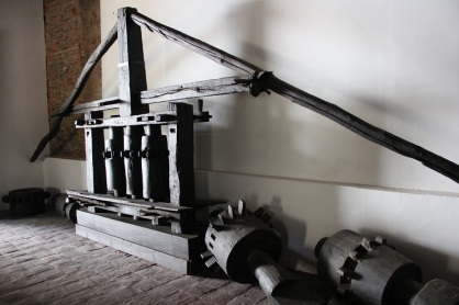 Implementos del ingenio en el Museo de la Caña de Azúcar. Foto MPPC.