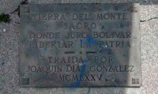 Placa de bronce alusiva a la tierra del Monte Sacro traída desde Roma en 1975. Foto: Samuel Leonardo Hurtado Camargo.