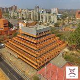 La arquitectura piramidal del edificio sede de la CVG. Foto Imgrum.org