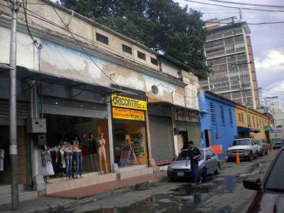 Callejon Girardot. Garita en color azul Foto Zandra Pérez / HistoriasdeMaracay.com.