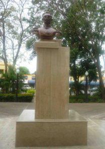 El busto fue reinstalado mirando al norte. Foto Marinela Araque.