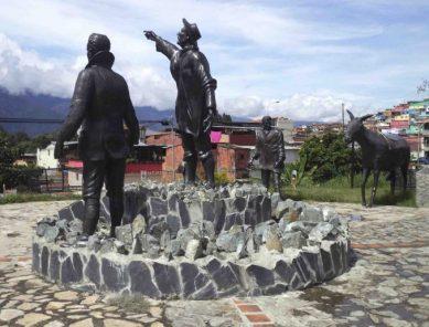 Vista posterior y del lateral izquierdo del Monumento a Los Conquistadores del Pico Bolívar en el nuevo emplazamiento, mayo 2017. Foto Samuel Hurtado Camargo