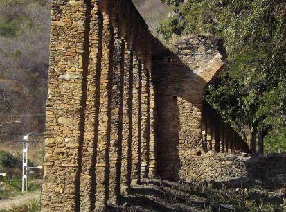 El acueducto Tiquire Flores, construido entre los siglos 17 y 18. Foto Lina U. Hernández.