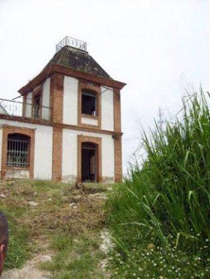 Torre desde donde el vigilante controlaba el arribo del tren.