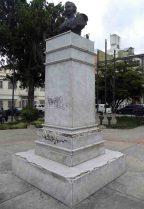 Cara frontal y lateral izquierdo del monumento a Rangel, 7 de mayo de 2017. Foto Samuel Hurtado Camargo
