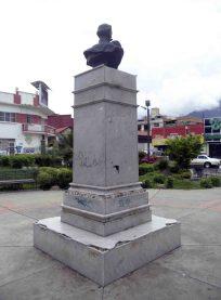Cara posterior y lateral derecho del monumento a Rangel. Foto Samuel Hurtado C., mayo 2017.