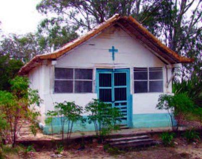 Vista frontal de la capilla de El Topón, pueblo del estado Táchira.