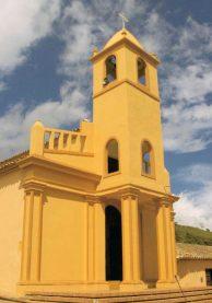 Lateral derecho y fachada de la iglesia de Toituna, municipio Guásimos del estado Táchira.