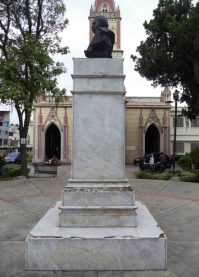 Lateral izquierdo del monumento a Rangel, 7 de mayo de 2017. Foto Samuel Hurtado Camargo