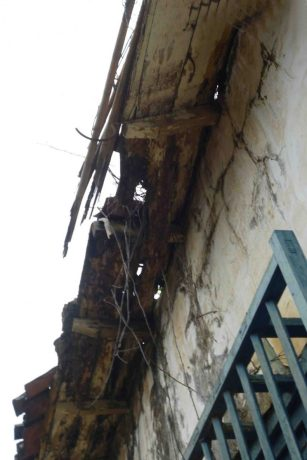 El techo vencido de la Casa Arveleña. Foto Marinela Araque, mayo 2017.