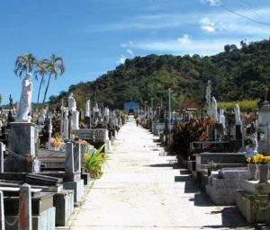 Camino del cementerio municipal de Boconó, patrimonio cultural del estado Trujillo, Venezuela.