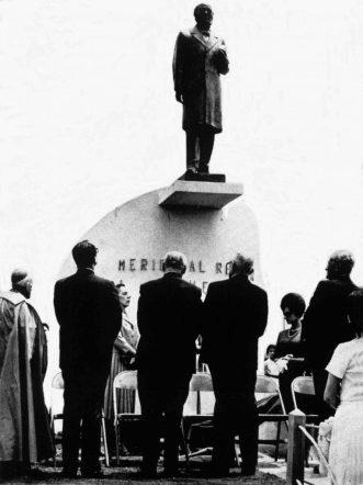 Desvelación de la estatua del Rector Heroico Carraciolo Parra y Olmedo. Patrimonio cultural de Mérida, Venezuela.