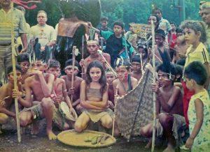 El día de la inauguración de la escultura El Indio, en Barinas, los niños se ataviaron de indígenas.. Patrimonio cultural venezolano. 1998