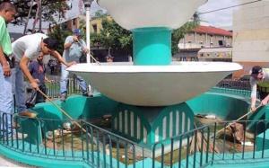 Empleados remozan la plaza Bolívar de valera. Patrimonio cultural en riesgo. venezuela.