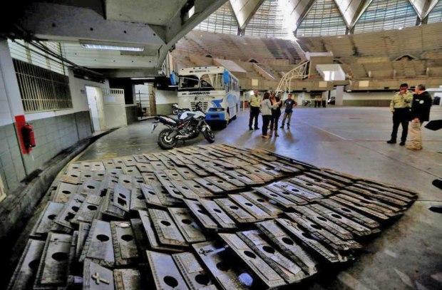 Placas de bronce del Cementerio del Este, recuperadas por Polisucre. Patrimonio de Venezuela en riesgo.