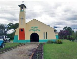 Vista del terreno donde se asienta el santuario de la Virgen del Carmen de Caña Brava. Uribante, Táchira. .Iglesia Aldea Caña Brava. Patrimonio cultural de Táchira, Venezuela.