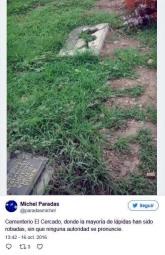 Michel Paradas, usuario de Twitter @paradasmichel, denunciando el robo de lápidas de bronce, el 16 de octubre de 2016. Patrimonio venezolano bajo acoso de la mafia del bronce.