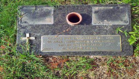 Bronce robado de una tumbad del privado Cementerio Jardines El Cercado, de Guarenas. Patrimonio venezolano bajo acoso de la mafia del bronce.