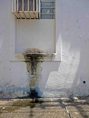 Aires acondicionados afectan las paredes de tapia del decimonónico Palacio Municipal de Barinas.Patrimonio histórico de Barinas en riesgo. Venezuela.