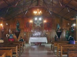 Altar del santuario de la Virgen del Carmen de Caña Brava. Patrimonio cultural de Uribante, Táchira. Venezuela.