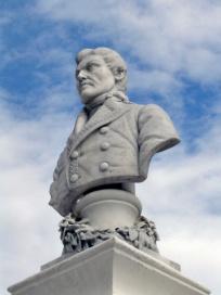Cara frontal y lateral izquierdo del busto de Francisco de Miranda. Patrimonio histórico de Mérida, Venezuela.