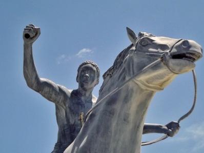 Vandalización del patrimonio cultural venezolano. Mutilan estatua de Francisco de Miranda.