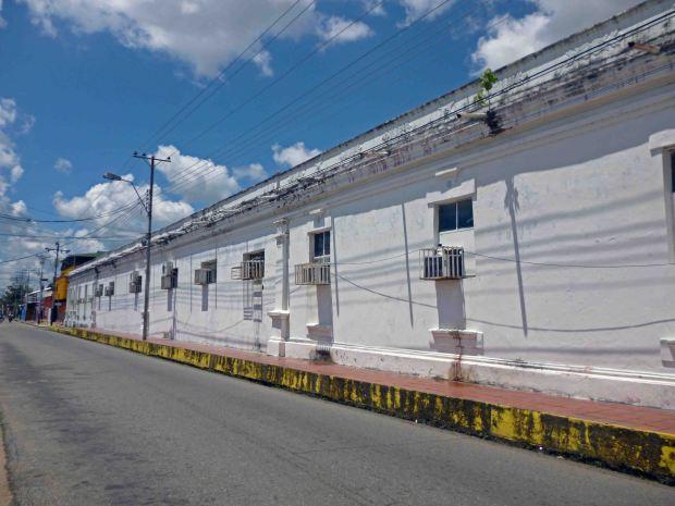 Excesivo uso de aires acondicionados afectan las paredes del Palacio Municipal de Barinas. Patrimonio cultural de Venezuela en riesgo.