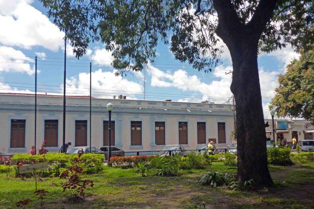 La fachada del Palacio Municipal de Barinas no es lo que aparenta. Patrimonio histórico en riesgo de Barinas, estado Barinas. Venezuela.