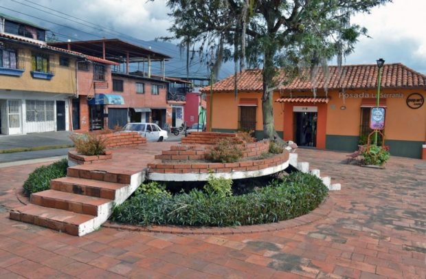 Robo frustrado de la estatua de Charles Chaplin. Mafia del bronce en Venezuela. Patrimonio cultural de Mérida amenazado.