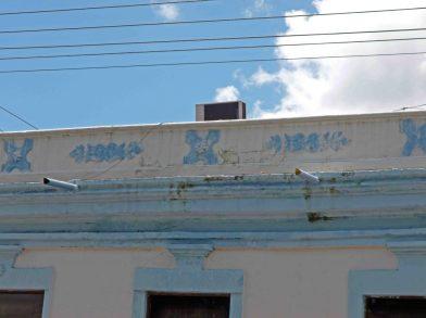 Pared agrietada por la humedad del aire acondicionado, Palacio Municipal de Barinas. Patrimonio histórico de Barinas en riesgo. Venezuela.