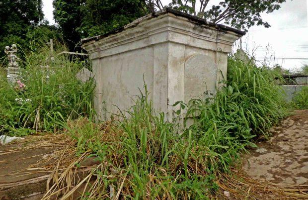 Tumba del prócer de la Independencia Manuel Fajardo, que data de 1819 en el Cementerio de Ciudad Bolívar. Patrimonio histórico de Venezuela en peligro.