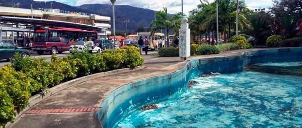Costado izquierdo del monumento a Páez y del parque El Ejército en la actualidad, junio 21 de 2017. Patrimonio de la ciudad de Mérida, estado Mérida, Venezuela.
